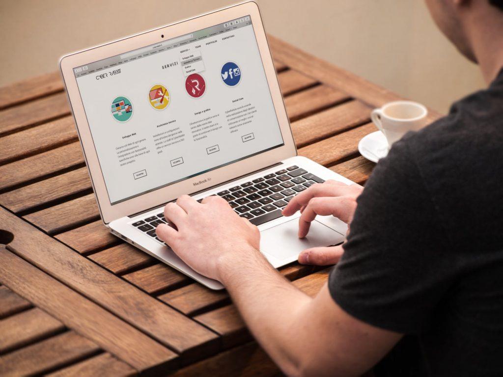 Hoe maak je zelf een (gratis) een website